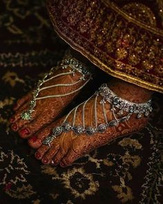 If you are shopping jewelry for your wedding then check latest Payal designs ideas 2019 for bride & her bridesmaids. Get some beautiful anklet designs 2019 that will make your feet look gorgeous. Payal Designs Silver, Silver Payal, Silver Anklets, Silver Jewelry, Jewelry Rings, Silver Ring, Jewelry Ideas, 925 Silver, Hammered Silver