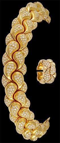 CHOPARD 'Casmir' Diamond Paisley Shaped Necklace & Ring Statement Jewelry, Pearl Jewelry, Diamond Jewelry, Antique Jewelry, Gold Jewelry, Jewelery, Jewelry Necklaces, Fine Jewelry, Diamond Necklaces