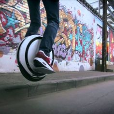 Cool way to ride around the city. Self Balancing Unicycle, Urban, Cool Gadgets, Big Boys, Cool Toys, Cool Stuff, Obstacles, Electric, Aga