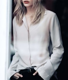 <3 this look! The oversized blouse, the black pants ... Less is more! #fashion #stylish
