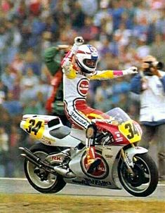 Kevin Schwantz - Assen 1991 Grand Prix, Vintage Honda Motorcycles, Road Racing, Motogp, Horse Racing, Motorbikes, Track, Vr46, Wheels