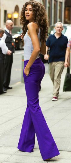 Zendaya Slays in purple pants - Love the color. Maybe work up to these Zendaya Street Style, Zendaya Mode, Zendaya Outfits, Zendaya Coleman, Pants Outfits, Cute Outfits, Looks Jeans, Look Chic, Woman Crush