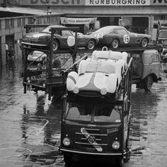 1000km 1960 Anlieferung der Boliden: Renntransporter von Maserati und Ferrari