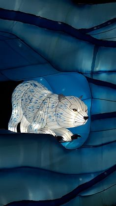 O Festival das Luzes no Jardim das Plantas é um dos eventos mais incríveis do inverno em Paris. E pode-se dizer que é um sucesso absoluto, já que em dois meses acolheu mais de 370.000 visitantes.  #Paris #França #Europa #FestivaldasLuzes #FetedesLumieres #JardimdasPlantas #lanterna #animais Whale, Lion Sculpture, Statue, Animals, Art, Paris Winter, The Louvre, Natural History, Extinct Animals