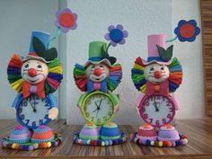 Manualidades - FOFURELOJ PAYASO - hecho a mano por fofukekas en DaWanda Circus Theme, Circus Party, Clay Crafts, Diy And Crafts, Clown Party, Fabric Toys, Miniature Figurines, Ideas Para Fiestas, Cold Porcelain
