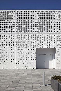 Tecnoparc, Reus, Spain by Alonso Balaguer y Arquitectos Asociados - architektur Pattern Architecture, Architecture Metal, Contemporary Architecture, Installation Architecture, Building Skin, Building Facade, Building Design, Facade Design, Exterior Design