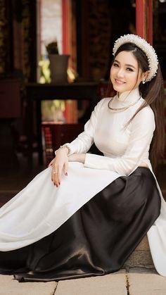 Vietnamese Traditional Dress Vietnamese Dress Vietnamese Clothing Vietnam Costume Elegant Outfit Piece Of Clothing Ao Dai Vietnam Vietnam Girl Traditional Fashion Vietnamese Traditional Dress, Vietnamese Dress, Traditional Fashion, Traditional Dresses, Ao Dai, Asian Woman, Asian Girl, Vietnam Girl, Hottest Models