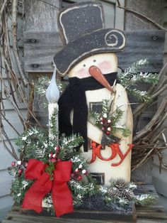 Snowman Wooden Christmas Decorations, Christmas Wood Crafts, Snowman Decorations, Primitive Christmas, Country Christmas, Christmas Snowman, Christmas Ornaments, Wood Snowman, Snowman Crafts