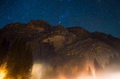 Yosemite at night during the winter. [OC][1600x1068]
