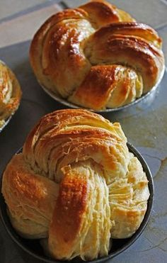 These easy artisan rolls truly are unbelievably easy. Stir up the dough then go enjoy a good sleep. In the morning, shape and bake. Unbelievably delicious too! Artisan Rolls, Pain Pizza, Bread Shaping, Brioche Bread, Cooking Chef, Bread And Pastries, Dough Recipe, Love Food, Bread Recipes