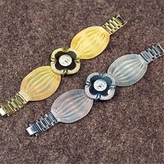 ELEGANTE OROLOGIO BUTTERFLY ⌚MYALLESHOP Butterfly Gold, Butterfly Bracelet, Mesh Bracelet, Bracelet Watch, Bracelets, Mirror Quartz, Ladies Bangles, Gold Bracelet For Women, Fashion Watches