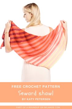 Here you can find 10 free crochet triangle shawls. Need some inspiration for your next crochet project or want to make a shawl as a gift? Here you find 10 triangle shawl ideas to make. All patterns in this roundup are free. Crochet Shawls And Wraps, Crochet Scarves, Free Crochet, Knit Crochet, Crochet Hats, Shawl Patterns, Crochet Patterns, Crochet Ideas, Crochet Edgings