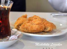Boyoz ve yumurta ...İzmir'de kahvaltı denilince akla gelen,birbirini tamamlayan lezzetliikili... Sefarad Mutfağından İzmir Mutfağına...