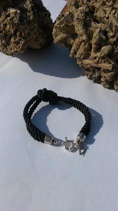 Cordón negro trenzado con cierres de plata e inicial