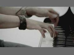 王力宏 Leehom Wang - 不完整的旋律   https://www.youtube.com/watch?v=f8aDjhn6jeA