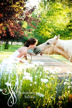 Aweee if the bride I'm photographing ever has a horse we are definitely bringing it in to pictures!!