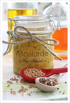 Homemade Mustard (in French) Homemade Mustard, Cuisines Diy, Cuisine Diverse, Marinade Sauce, Gourmet Gifts, Simply Recipes, Jar Gifts, Spice Mixes, Food Club