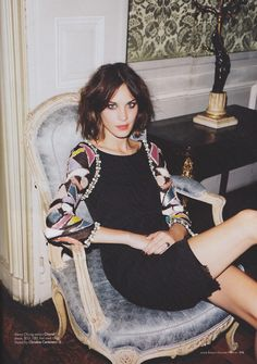 alexa chung would probably get nervous if she saw how many pictures i pinned of her.. :/