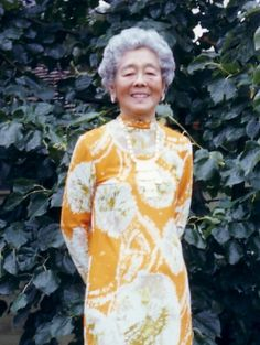 Hawayo Takata. One of the first women to learn Reiki - im so inspired by her !!!!