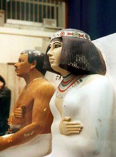 O Museu Egito na praça do Tahrir no Cairo Para mais informacoes conete com http://alltoursegypt.com/brazil/package_tours/tours_em_cairo-23.html