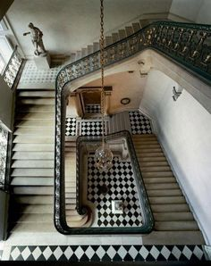 Photographer Robert Polidori captured this amazing aerial view of a Versailles stairwell. The piece — Questel Staircase, Chateau de Versailles, 1985 — is available via Architecture Details, Interior Architecture, Interior And Exterior, Interior Design, Amazing Architecture, Interior Ideas, Grande Cage D'escalier, Chateau Versailles, Black And White Tiles
