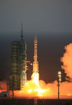 China launches takionauts for month-long stay on the Tiangong-2 space station