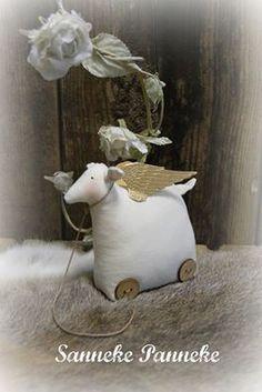 Schaapje met vleugels. Handmade by SannekePanneke