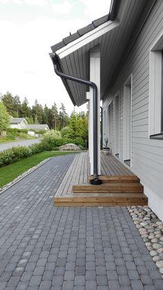Finnish Deco: MODERNI VIHERVAARA Patio Design, Garden Design, House Design, Outdoor Spaces, Outdoor Living, Southern Porches, Side Porch, Porch Lighting, Outdoor Settings