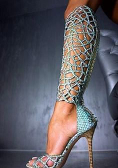 OMG!  LOVE THESE!!  Doubt I could pull it off but those are awesome