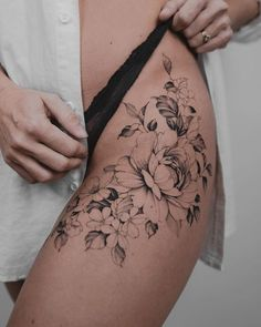 Tattoo Ideas Female Discover Sexy Tattoo Idea In this table we present the work of the best tattoo artists around the world. We have not made this tattoo. For bring you inspiration and tatto ideas on our website you will find a digital sexy tattoo ebook. Hip Thigh Tattoos, Hip Tattoos Women, Sexy Tattoos, Body Art Tattoos, Girl Tattoos, Tattos, Tattoo On Hip, Tattoo Ink, Arm Tattoo