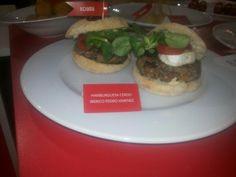 #Alimentaria2014 es un no parar. ¿Te llevas una #hamburguesa #Koama?