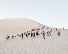Cognition: Photos by Bence Bakonyi Photos of tourists milling about in the sand dunes of Dunhuang and Zhangye Danx. Dunhuang, Budapest, Gobi Desert, Symbols Of Freedom, Blog Design Inspiration, Landscape Photography, Art, Behance, Rush Hour