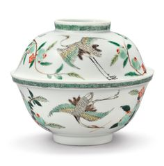 A Famille-Verte 'Crane' bowl and a cover. Qing dynasty, Kangxi period