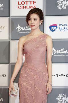 Korean Actresses, Korean Actors, Han Hyo Joo, Asian Beauty, One Shoulder, Beautiful Women, Formal Dresses, Venus, Smile