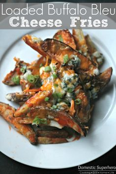Loaded Buffalo Bleu Cheese Fries - perfect for game day! Ok, not looking healthy but gorgeous a special occasion this looks so yummy! Potato Dishes, Potato Recipes, Vegetable Recipes, Veggie Meals, Best Appetizers, Appetizer Recipes, Food Network Recipes, Cooking Recipes, Cooking Network