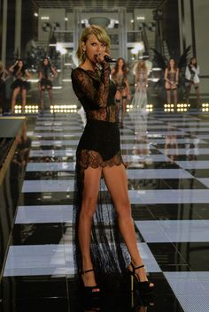 Taylor Swift takes to the stage at victoria secrets fashion show 2014 and is looking blooming gorgeous!