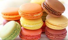 Как приготовить французские макаруны: http://www.kakprosto.ru/kak-820907-kak-prigotovit-francuzskie-makaruny
