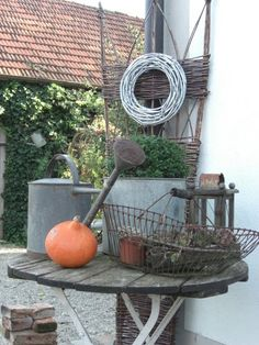 love the patina on these garden accessories