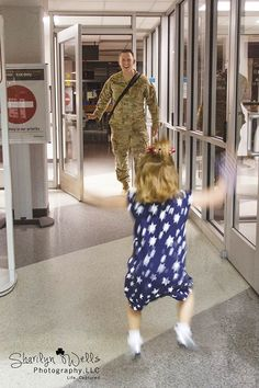 10 Stages Of Homecoming Week For A Military Spouse. Military Love, Army Love, Military Photos, Military Spouse, Military Homecoming Pictures, Military Dating, Military Families, Soldiers Coming Home, Homecoming Week