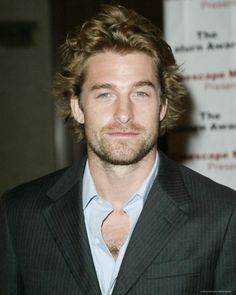 "Scott Speedman (actor on 'Felicity' show)  haha, I think he kinda looks a bit like ""Dr. McDreamy"" (Patrick Dempsey) here!!"