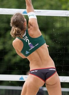 Beach Volleyball Women 33 - Sports and Athletes Pictures in more than 100 free Categories, provided by Fans and Sportspeople. At Athletes Pics, you have the Opportunity to introduce your Sport in Pictures and Photos. Beach Volleyball Girls, Volleyball Shorts, Women Volleyball, Volleyball Skills, Volleyball Pictures, Laura Ludwig, Muscle Girl, Sixpack Workout, Female Volleyball Players