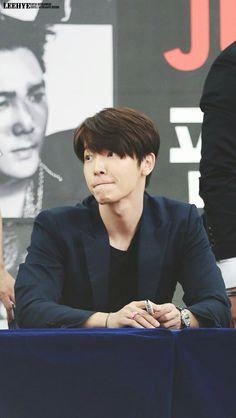 /bangs head against wall repeatedly Lee Donghae, Siwon, Leeteuk, Heechul, Super Junior Donghae, Dong Hae, Asian Love, Last Man Standing, Korean Artist