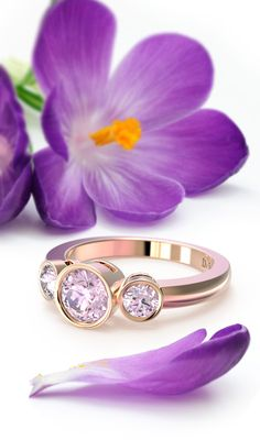 #DeVindt Malmo pink diamond ring from the contemporary collection. Three gentle pink lab-created diamonds perfectly complimented by 18 carat re-cycled pink gold.  Timeless European style.