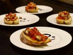 Starter - crostini with tomatoes and champignon