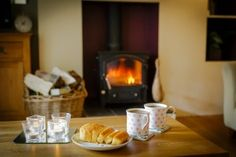 http://luxuryspringcottageyorkshire.co.uk/ Anyone for tea and cake in front of the fire? #teaandcake
