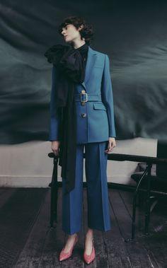 Erdem Pre-Fall 2019 Fashion Show Fashion Face, Work Fashion, Fashion Show, Womens Fashion, Fashion Trends, Fashion Boots, Power Dressing, Silhouette, Erdem