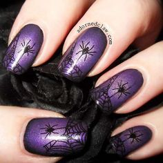 Purple glitter gel nails with spider and web halloween nail art Ongles Gel Violet, Purple Glitter Nails, Purple Acrylic Nails, Nail Art Halloween, Halloween Nail Designs, Halloween Spider, Purple Halloween, Halloween Halloween, Halloween Painting