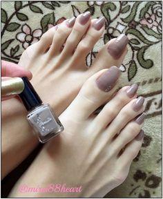 nails 2020 trends 2020 korean nail art 2020 black and white nails leaf nail art pink acrylic nails fall nails Pretty Toe Nails, Pretty Toes, Beautiful Toes, Gorgeous Nails, Christmas Nail Art Designs, Christmas Nails, Toe Nail Color, Nail Colors, Long Toenails