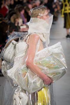 Maison Margiela by John Galliano, Défilé Fall 2018 show; Look Jessie Bloemendaal Fashion Mask, Punk Fashion, Paris Fashion, High Fashion, John Galliano, Fast Fashion, Fashion 2018, Dystopian Fashion, Recycled Fashion