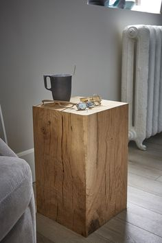 natural Scandinavian wood log for your bedroom Log Side Table, Tree Table, Wooden Side Table, Diy Furniture Projects, Handmade Furniture, Home Decor Furniture, Wood Furniture, Wood Logs, Wood Slab